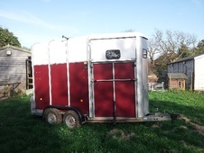 Horsetrailer, Carries 2 stalls - Kent