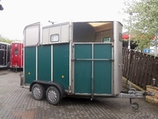 Horsetrailer, Carries 2 stalls - West Yorkshire
