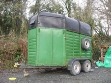 Horsetrailer, Carries 2 stalls - Gloucestershire