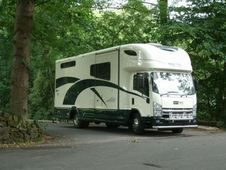 Horsetrailer, Carries 3 stalls with Living - West Yorkshire