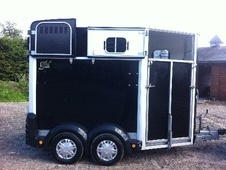 Horsetrailer, Carries 2 stalls - Cheshire