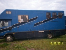 Horsebox, Carries 3 stalls N Reg - Gloucestershire