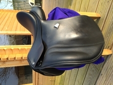 Bates vsd 16. 5 inch saddle black, excellent condition. With cair...