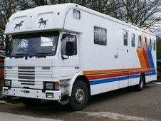 Horsebox, Carries 5 stalls with Living - Hertfordshire