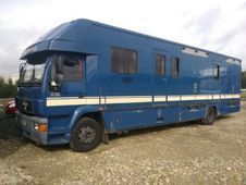Horsebox, Carries 6 stalls with Living - Hertfordshire