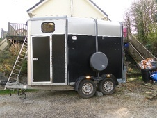 Horsetrailer, Carries 2 stalls - Cornwall