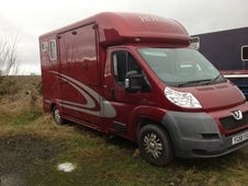 3. 5 ton Lorry Equitrek Ruby red