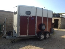 Horsetrailer, Carries 2 stalls - East Sussex