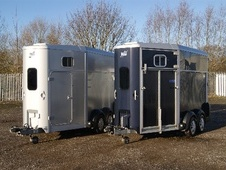 Horsetrailer, Carries 2 stalls - Worcestershire