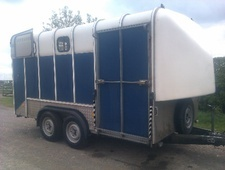 Horsetrailer, Carries 4 stalls - North Yorkshire