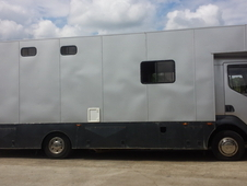 **Easy Driving 12 Tonne Renault Horse Lorry**