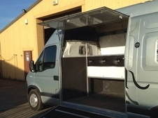 horsebox 2007 MODEL 6 speed manual. Drives very well.