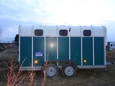 Horsetrailer, Carries 4 stalls - Fife