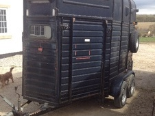 Horsetrailer, Carries 2 stalls - Derbyshire