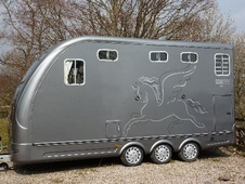 Horsetrailer, Carries 2 stalls - Cumbria