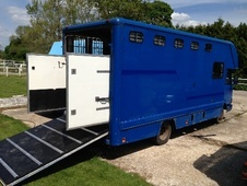 Horsebox, Carries 3 stalls H Reg - Berkshire