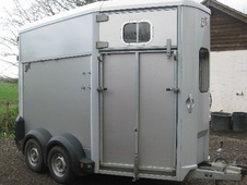 Horsetrailer, Carries 2 stalls - Hertfordshire