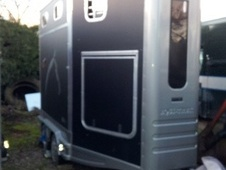 Horsetrailer, Carries 2 stalls - Leicestershire
