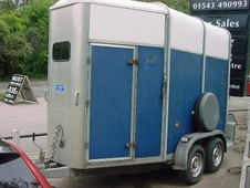 Horsetrailer, Carries 2 stalls - Staffordshire