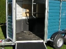 Horsetrailer, Carries 2 stalls - West Sussex