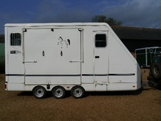 Horsetrailer, Carries 2 stalls - Northamptonshire