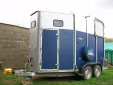 Horsetrailer, Carries 2 stalls - Norfolk