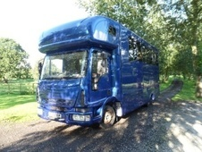 Horsebox, Carries 3 stalls 04 Reg with Living - Cheshire