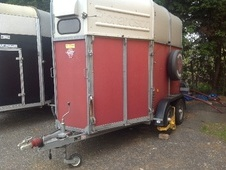 Horsetrailer, Carries 2 stalls - Essex