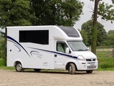 Horsebox, Carries 2 Stalls 58 Reg With Living - West Sussex
