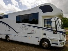 Horsebox, Carries 3 Stalls 06 Reg With Living - West Sussex