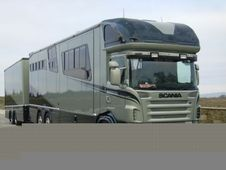 Horsebox, Carries 4 stalls with Living - Hertfordshire