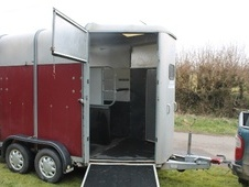 Horsetrailer, Carries 2 stalls - Somerset