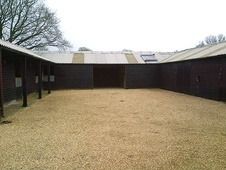 Self contained courtyard of 5 stables - Surrey