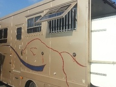 Horsebox, Carries 3 stalls S Reg - Essex