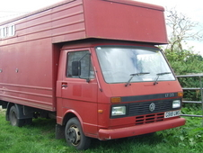 Horse box for