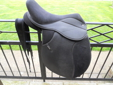 Thorowgood Griffin synthetic saddle