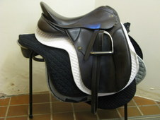 DRESSAGE SADDLE Medium Wide