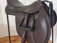John Whittaker GP jump saddle 17. 5 as new condition