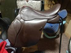 "17.5"", W, GP Manor Saddle, Brown in good condition. Hardly used"