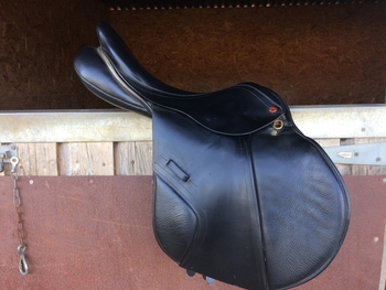 Albion Legend K2 17.5 inch Medium Black Jump/ event saddle