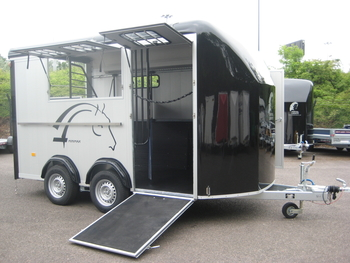 Cheval Liberte Minimax 3/2 Horse Herringbone Trailer. As new.