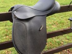 "17"" Wintec Wide Black Saddle"