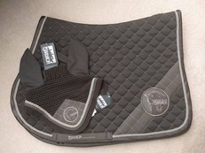 Eskedron platinum edition saddle pad and veil