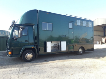 10 TONNE COMPACT 4 HORSE MAN WITH SMART LIVING AND VERY LOW MILEAGE.