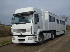 2007 Renault Premium Tractor unit with Oakley Artic trailer. Stalled for 6 with large smart living.
