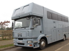 Brand New Build 15 ton Man. 5 Stall + Full livingt