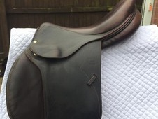 Immaculate Devoucoux Jumping Saddle