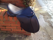 "Kent and masters adjustable gullet 16. 5"" pony club saddle"