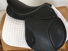 John Whitaker Professional Jump Saddle Black 18 Inch Med-Wide