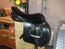 Stunning jumping saddle